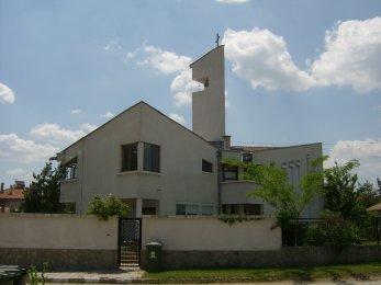 Първомай - фасада на църквата